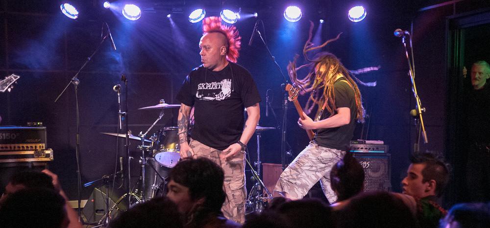 The Exploited musí po vraždě fanouška po koncertě v Petrohradu vysvětlovat, že nejsou nazi punks