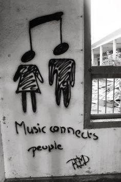 O pofidérní hudbě, banálních tématech a hudebních redaktorech